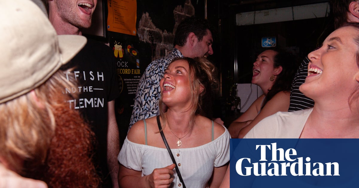 'A lot of noise, a lot of joy': Sydney sea shanty club singers raise the roof in raucous reunion