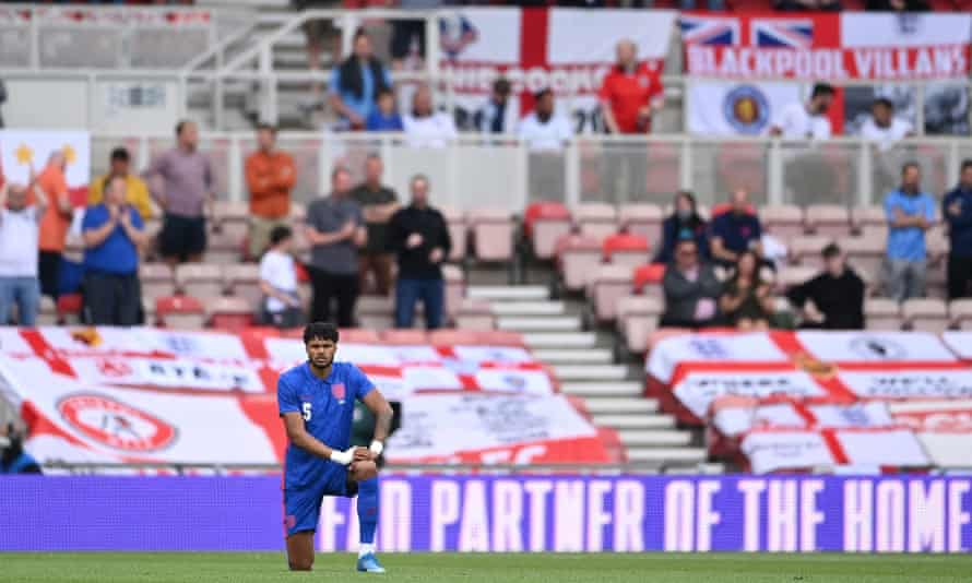 Tyrone Mings taking the knee before England v Romania at Riverside Stadium in Middlesbrough, 6 June 2021