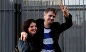 Pete Doherty leaves the Paris court, accompanied by Katia De Vidas, 12 November 2019.