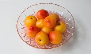 poached peaches in a bowl