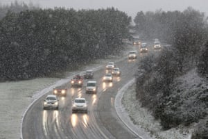 Traffic on the M876 near Falkirk during early morning snowfall