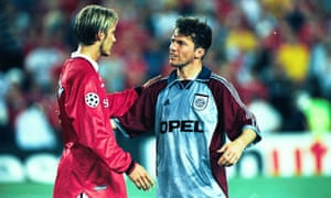 Lothar Matthäus talks with David Beckham after the final whistle of the 1999 Champions League final.