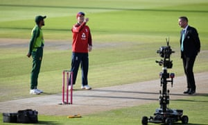 England captain Eoin Morgan performs the toss watched by Pakistan captain Babar Azam and filmed by the Sky robot.
