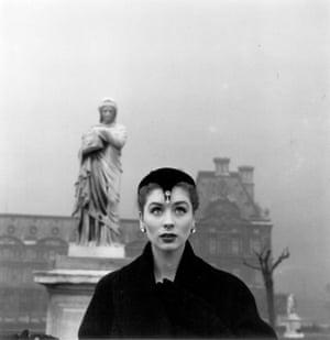 Suzy Parker in Dior Hat, Tuileries, Paris, 1950