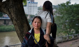 Phượng with her daughter Cẩm, who was abducted by a Facebook 'friend'