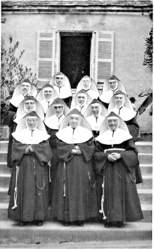 The sisters of the convent of Labarde, 1945.