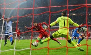 Robert Lewandowski, centre, scores Bayern Munich's opening goal against Hoffenheim.