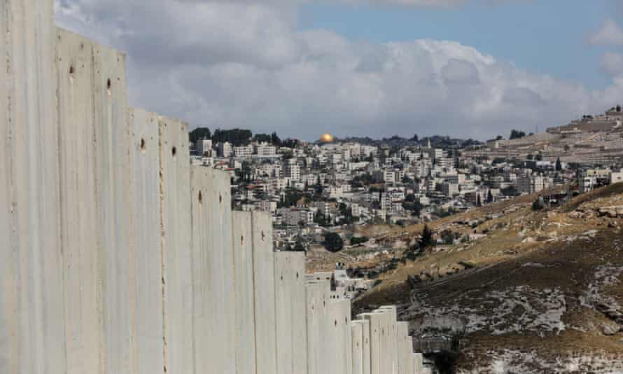 Israel set to annex settlements as part of US-backed peace plan<br>epa08510153 A general view of the separation wall separating Jerusalem from the West Bank in the Palestinian town of Abu Dis, the West Bank, 19 June 2020 (issued 26 June 2020). The Israeli government plans to extend its control over the West Bank by annexing more than 200 Israeli settlements from 1 July, a move that has been widely condemned by the international community apart from the US-backed plan, which US president Donald Trump and Israeli prime minister Benjamin Netanyahu have called 'the deal of the century'. EPA/ABIR SULTAN ATTENTION: This Image is part of a PHOTO SET
