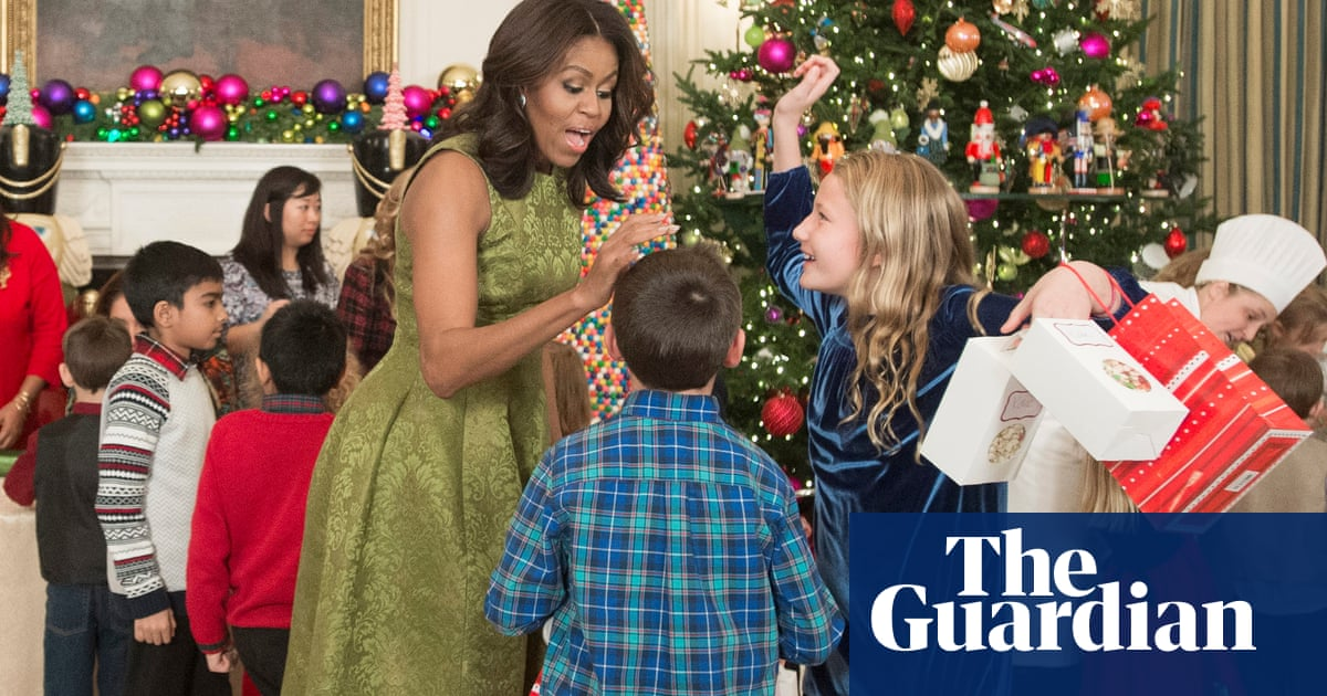 Obama Christmas.Michelle Obama Shows Off White House Holiday Decorations
