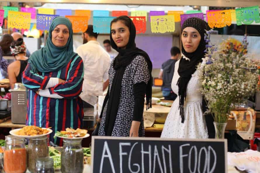Afghan women serve their cusiine at Über den Tellerrand kochen in Berlin