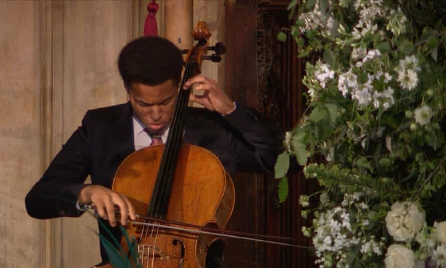 Sheku Kanneh-Mason performs at the wedding