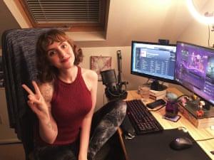 Haciendo reír a la gente ... Desarrolladora de juegos y transmisora de Twitch Nina Freeman.