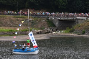 French fans take to the water to watch