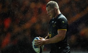 Dylan Hartley prepares to throw into a lineout