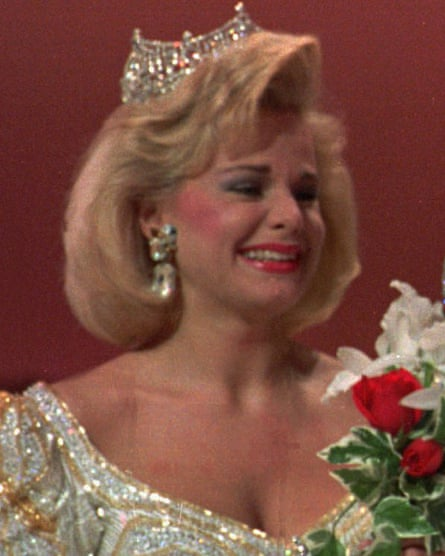 Gretchen Carlson pictured in 1989 at the crowning of her successor as Miss America, Debbye Turner.