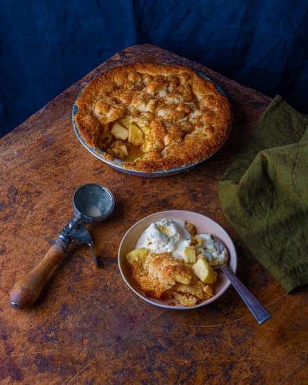 Highly appealing: apple pie with coconut ice cream.