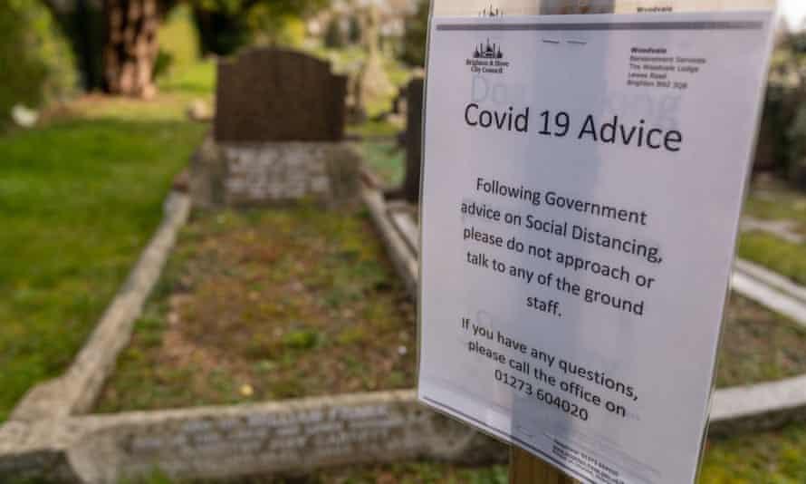Cemetery Covid-19 sign