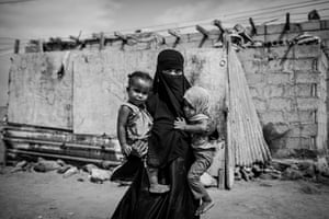 Fulla Muqbel Mohammed Ahmed, displaced by the fighting in Taiz, with her twin daughters, Yusra and Yumna