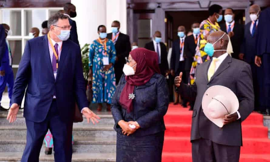 Total CEO Patrick Pouyanné, Tanzanian president Samia Suluhu Hassan and president Yoweri Museveni of Uganda