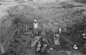 Garstang and his wife Marie, examining statue fragments in the tank at the 'Royal Baths'. Meroë, 1913