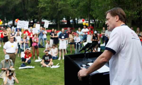 Andrew Wakefield em Maio de 2010, dirigindo-se ao Rally Americano pelos Direitos Pessoais em Chicago.