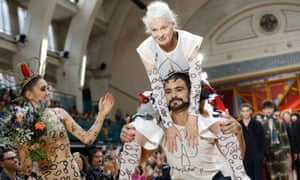 Vivienne Westwood takes to the runway with a little help.