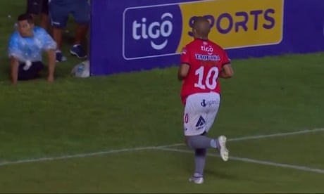 Striker storms off pitch in protest at racial abuse in Bolivia – video