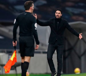 Arteta remonstrates with the linesman