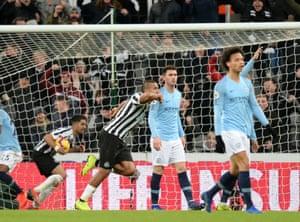 Salomon Rondon of Newcastle United celebrates scoring their equaliser.