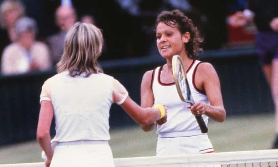 Chris Evert congratulates Evonne Goolagong Cawley on winning the 1980 Wimbledon final