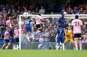 Onyinye Wilfred Ndidi of Leicester City scores his team's first goal.