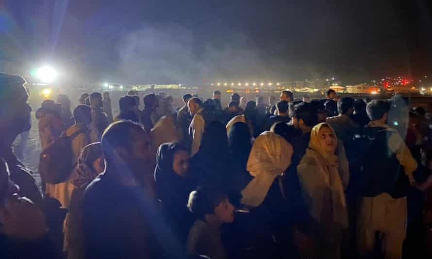 Tutte queste persone, compresi gli stranieri, sono andate all'aeroporto non sapendo cosa sarebbe successo.