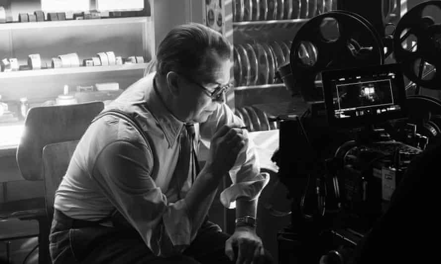 Gary Oldman portrays Herman Mankiewicz in a scene from Mank, on Netflix