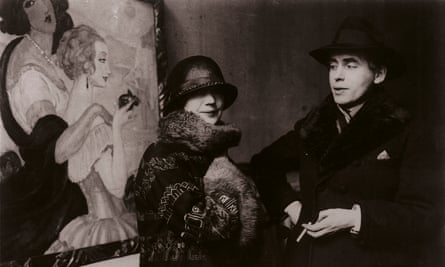 Gerda and Einar Wegener in front of Gerda's painting Sur la route d'Anacapri.