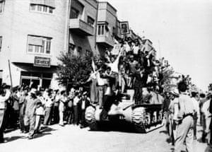Tehran tanks and soldiers