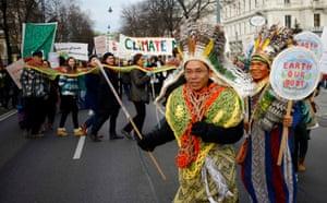 Marchers snake their way through Vienna, Austria