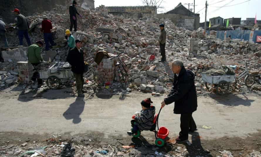 In the months leading up to the 2008 Olympics, the historic Qianmen/Dashilar neighbourhoods were demolished and rebuilt as a shopping area.