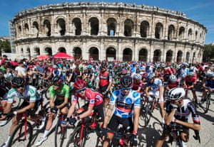 The pack wait in front of the Arena of Nîmes, prior to the start of the 2nd stage, a 203.4km journey to Gruissan