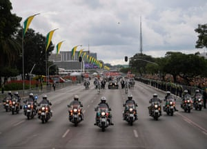 The presidential convoy heads to the National Congress