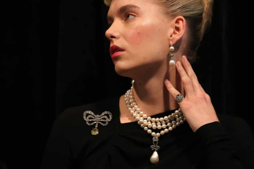 The Queen Marie Antoinette's Pearl and other jewellery
