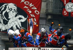 Rival teams clash on the streets of Ivrea