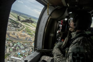 A helicopter flies Joint Chiefs on a familiaristation flight