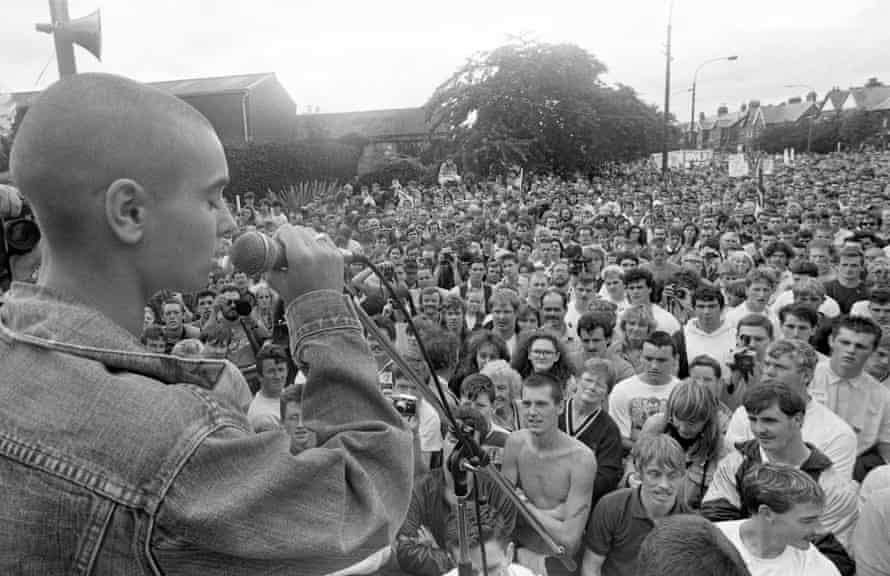 Sinéad O'Connor singing in August 1989, at a gig marking the 20th anniversary of the march on the British embassy in Dublin