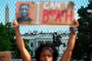 A protestor holds up a sign saying 'I can't breathe' in front of the White House.