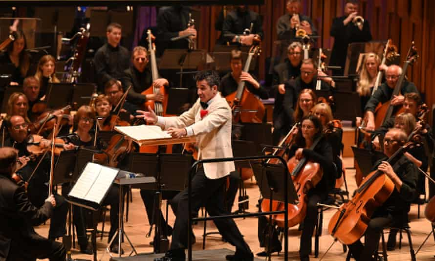 Ludovic Bource and the BBC Symphony orchestra perform the Artist live in concert
