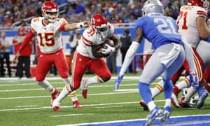 Patrick Mahomes hands off to running back Darrel Williams for the deciding touchdown in the Chiefs' victory over the Lions