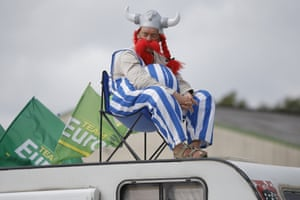 Asterix doesn't look like he's enjoying stage 9's team time-trial between Vannes and Plumeleces