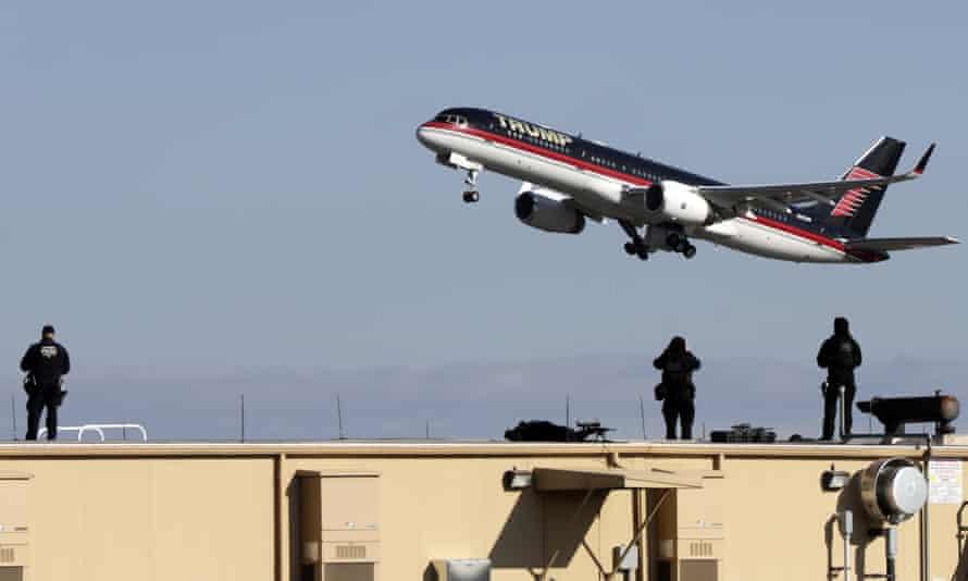 Donald Trump's plane leaves LaGuardia  in New York