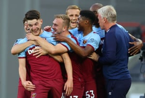 Rice celebrates with manager David Moyes and his teammates.