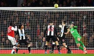 Eddie Nketiah of Arsenal hits the cross-bar.